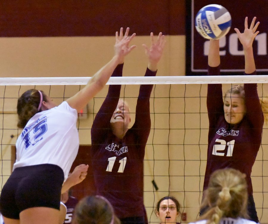 Junior+outside+hitter+Nellie+Fredriksson%2C+left%2C+and+junior+middle+hitter+Alex+Rosignol+go+for+a+block+during+SIU%27s+3-1+victory+over+the+Drake+Bulldogs+on+Saturday%2C+Sept.+24%2C+2016%2C+at+Davies+Gym.+%28Sean+Carley+%7C+%40SCarleyDE%29