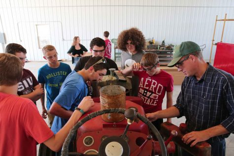 Teacher Tim Arnold, right, teaches his shop class how to fix a tractor engine at Galatia High School Wednesday, Aug. 31, 2016 in Galatia, Ill. (Anthony Souffle/Chicago Tribune/TNS)