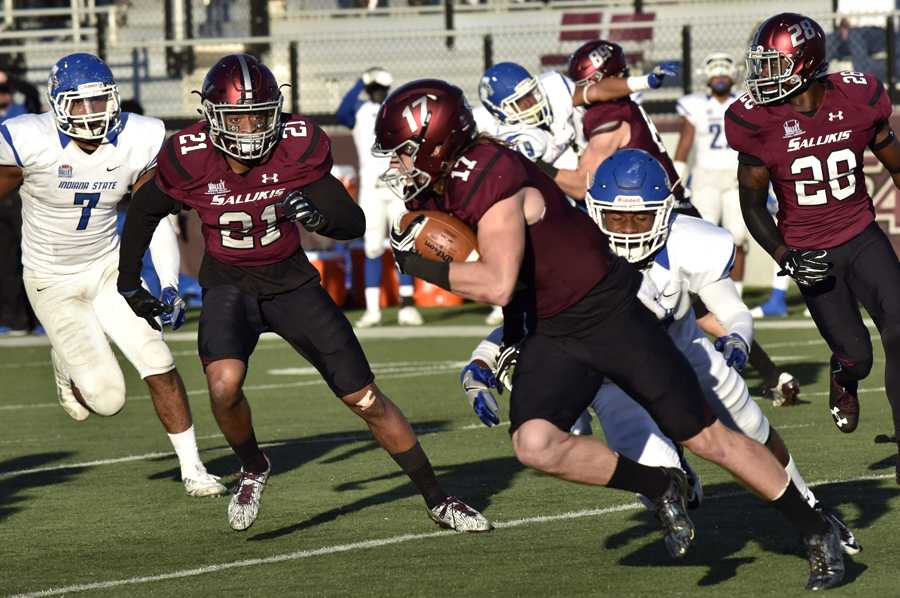 Senior wide receiver Billy Reed runs with the ball during the Salukis' 22-14 loss to 14 loss to Indiana State Indiana State, Saturday, Oct. 22, 2016 at Saluki Stadium. (Athena Chrysanthou | @Chrysant1Athena)