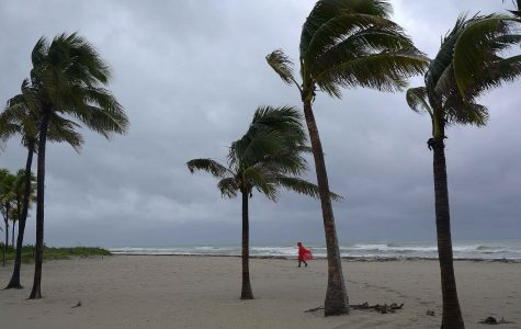 Hurricane Matthew weakens as it moves to the north
