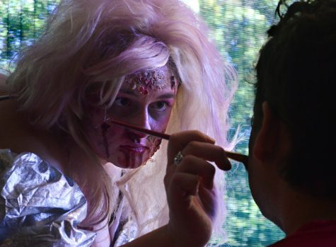 Photo of the Day: Living become dead for zombie walk