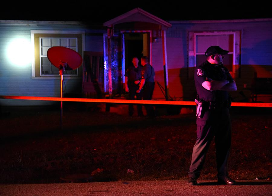 Police investigate the scene where a male was shot Saturday, Oct. 22, 2016, in the 400 block of East Ashley Street in Carbondale. (Morgan Timms | @Morgan_Timms)