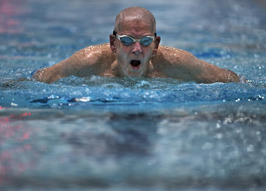 World War II veteran and U.S. Masters swimmer Thomas Maine, of Carbondale, swims butterfly Monday, Oct. 17, 2016, during practice at the Recreation Center. (Morgan Timms | @Morgan_Timms)