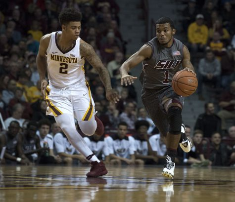 SIU men's basketball loses rough offensive game to Minnesota