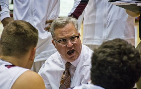 Coach Barry Hinson addresses his team Thursday, Nov. 3, 2016, during SIU's 72-67 exhibition win over UMSL at SIU Arena. (Athena Chrysanthou | @Chrysant1Athena)