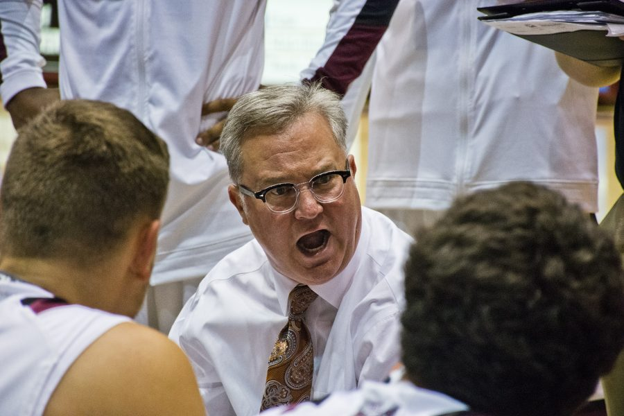 Coach+Barry+Hinson+addresses+his+team+Thursday%2C+Nov.+3%2C+2016%2C+during+SIU%27s+72-67+exhibition+win+over+UMSL+at+SIU+Arena.+%28Athena+Chrysanthou+%7C+%40Chrysant1Athena%29+