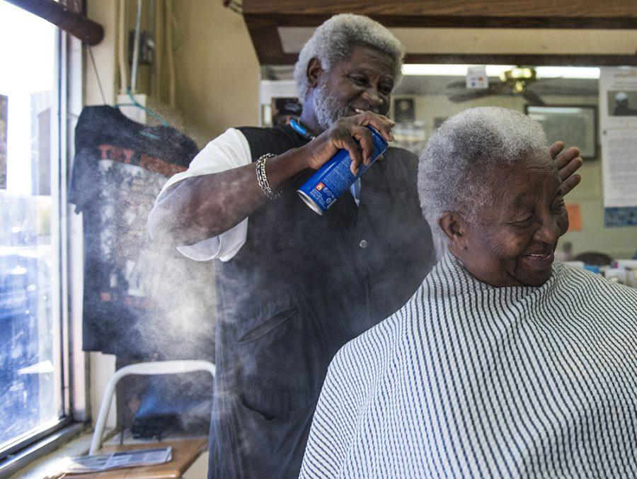 Kent+Mason%2C+71%2C+sprays+the+hair+of+Mary+Harvey%2C+89%2C+of+Metropolis%2C+at+his+Carbondale+barber+shop%2C+Arnette%27s%2C+on+Thursday%2C+Nov.+4%2C+2016.+%28Anna+Spoerre+%7C+%40annaspoerre%29