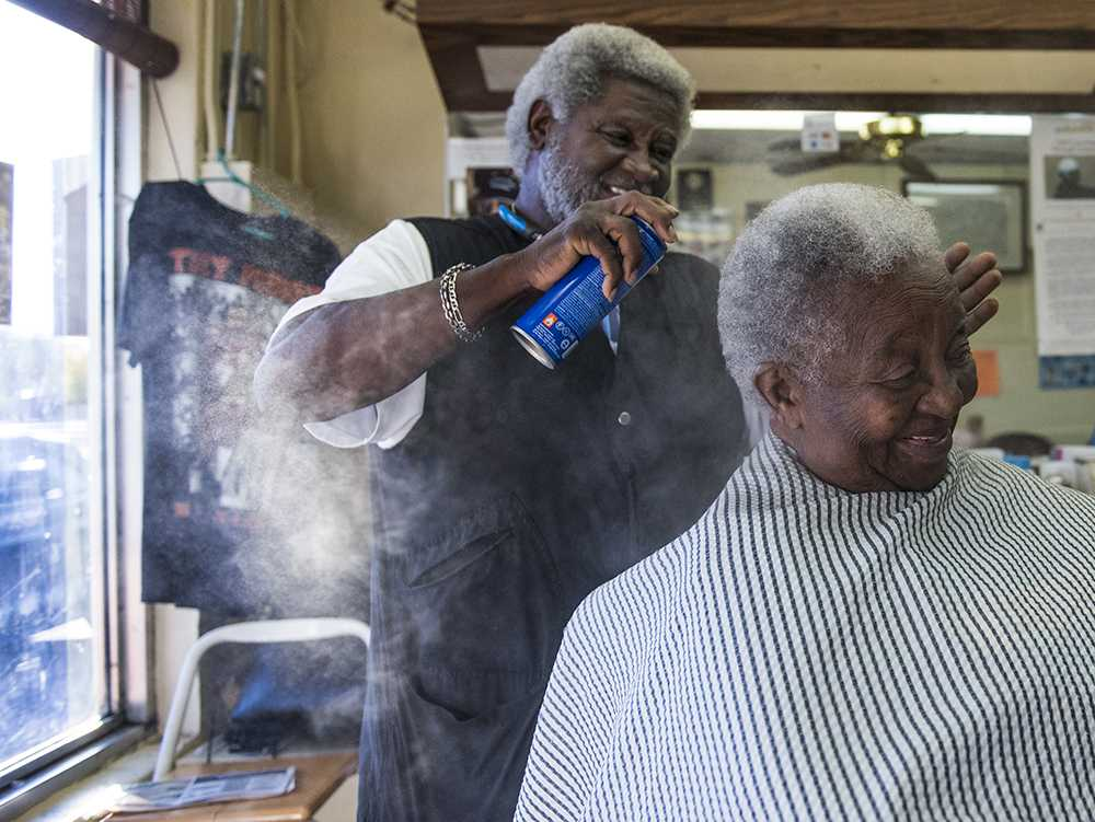 Kent Mason, 71, sprays the hair of Mary Harvey, 89, of Metropolis, at his Carbondale barber shop, Arnette's, on Thursday, Nov. 4, 2016. (Anna Spoerre | @annaspoerre)