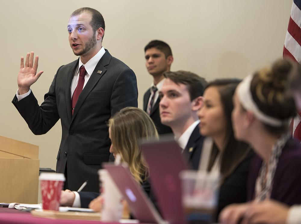 Undergraduate Student Government President Jared Stern swears in a new senator Tuesday, Nov. 15, 2016, during a meeting in the Student Health Center Auditorium. (Bill Lukitsch | @lukitsbill)