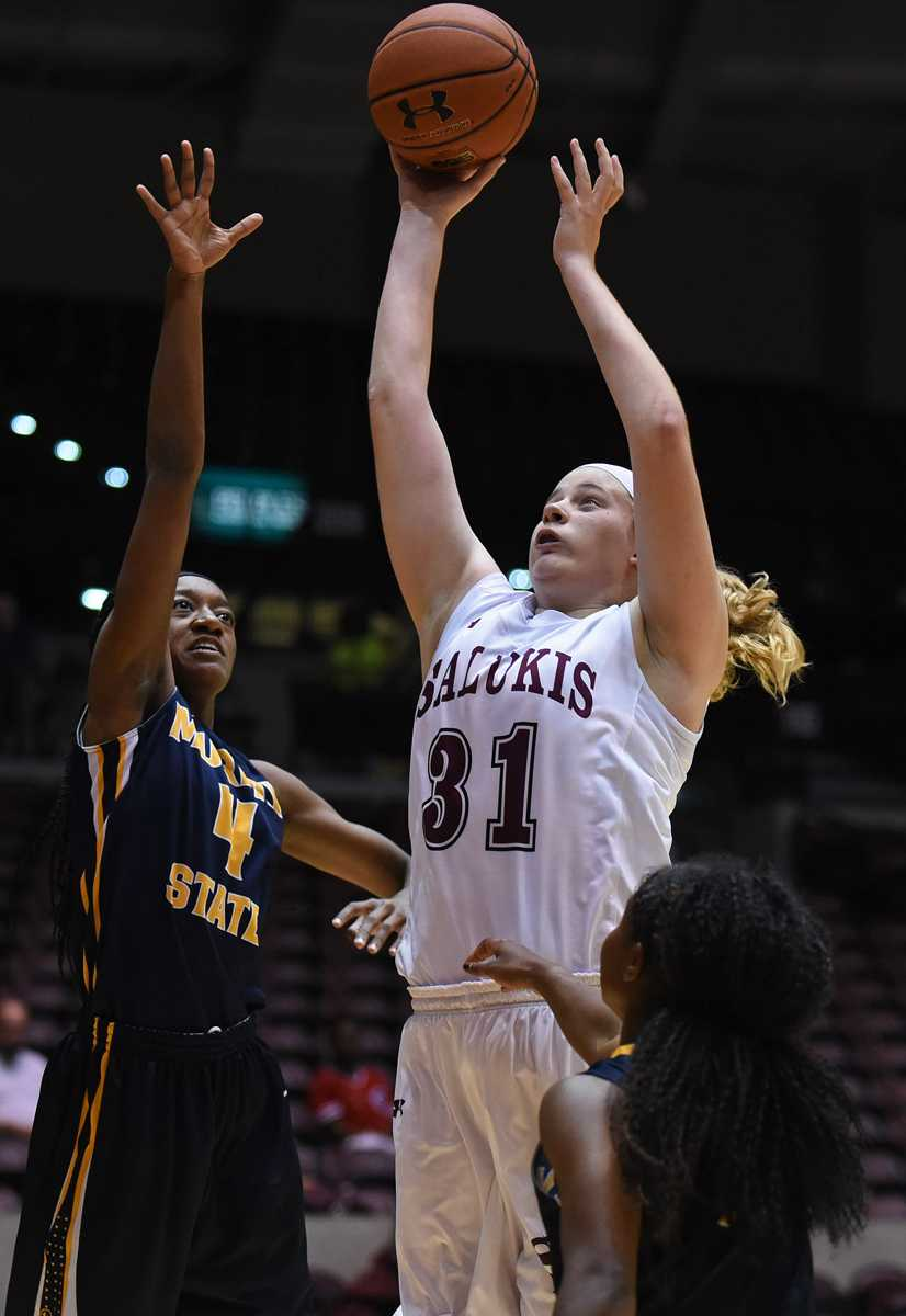 Freshman forward/center Lauren Hartman attempts a basket while being guarded by Racer sophomore forward Taylor Reese (4) during the Salukis' 70-63 win against Murray State on Thursday, Nov. 17, 2016, at SIU Arena. (Jacob Wiegand | @jawiegandphoto)