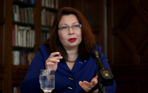 Tammy Duckworth answers a question from the Chicago Tribune editorial board during a joint appearance with Mark Kirk on Oct. 3, 2016 at Tribune Tower in Chicago.  (Nancy Stone/ Chicago Tribune/TNS)