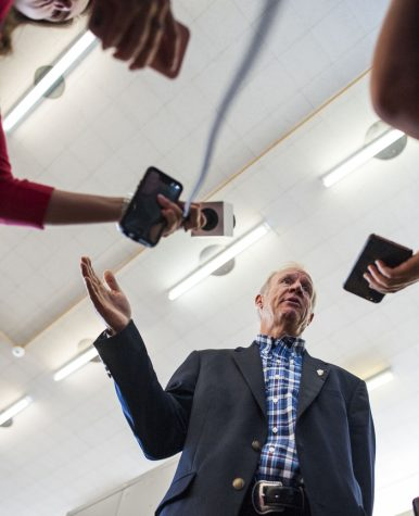 Rauner tours Lincoln prison, touts reforms helping female inmates