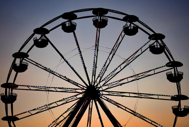 The sun sets behind the Ferris Wheel on Sunday, Aug. 28, 2016, at the Du Quoin State Fair. (Athena Chrysanthou | Chrysant1Athena)