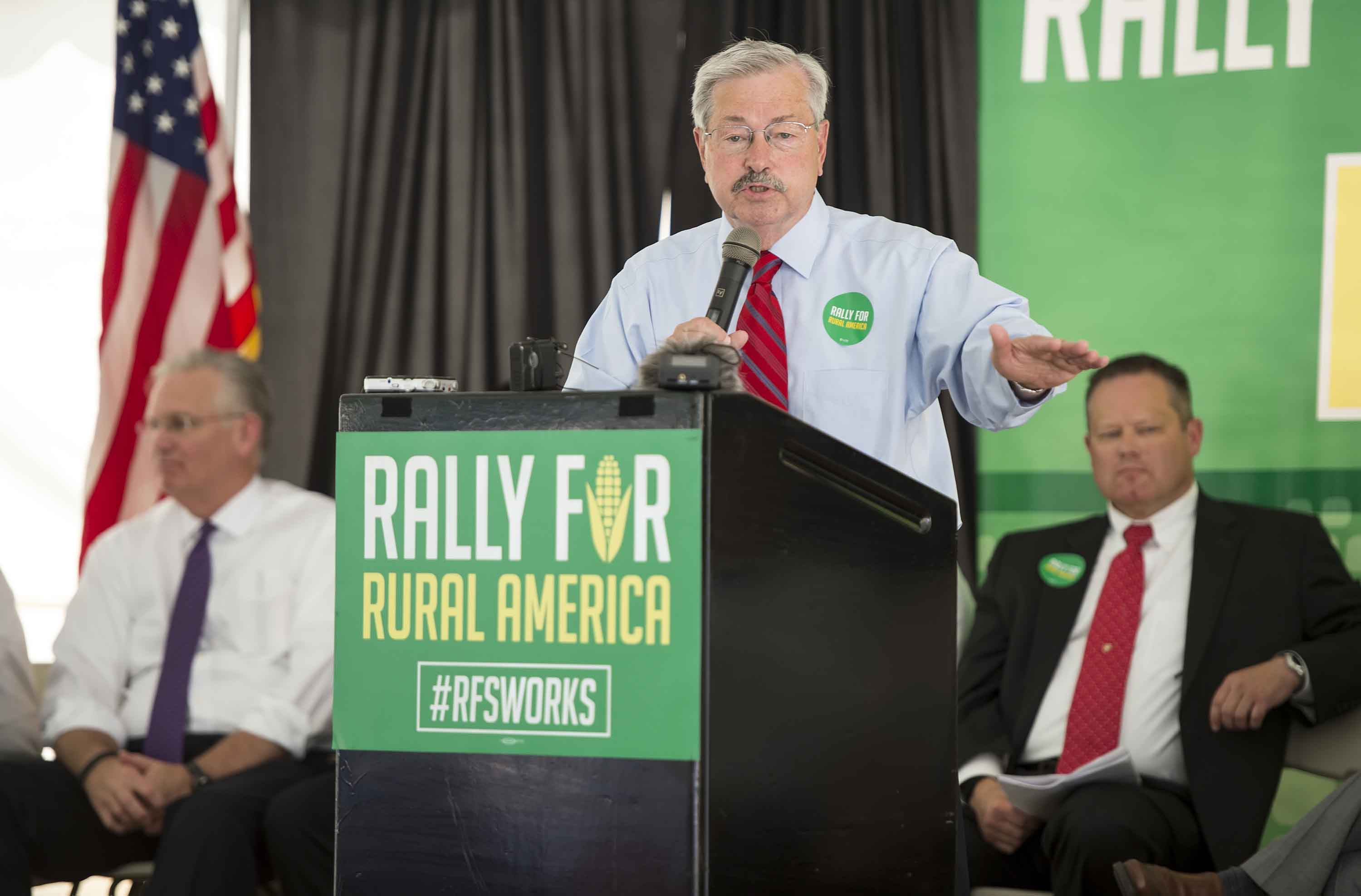 Iowa Gov. Terry Branstad, center, with Missouri Gov. Jay Nixon, background left, at a rally in support of agricultural use for ethanol production as a stimulus to Midwestern states. (David Eulitt/Kansas City Star/TNS)
