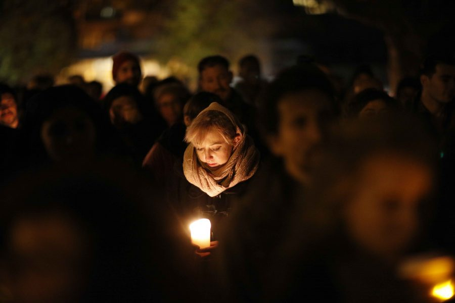 A+vigil+is+held+at+Lake+Merritt+for+the+victims+of+the+%22Ghostship%22+warehouse+fire+that+killed+at+least+36+people+in+Oakland%2C+Calif.+%28Jay+L.+Clendenin%2FLos+Angeles+Times%2FTNS%29