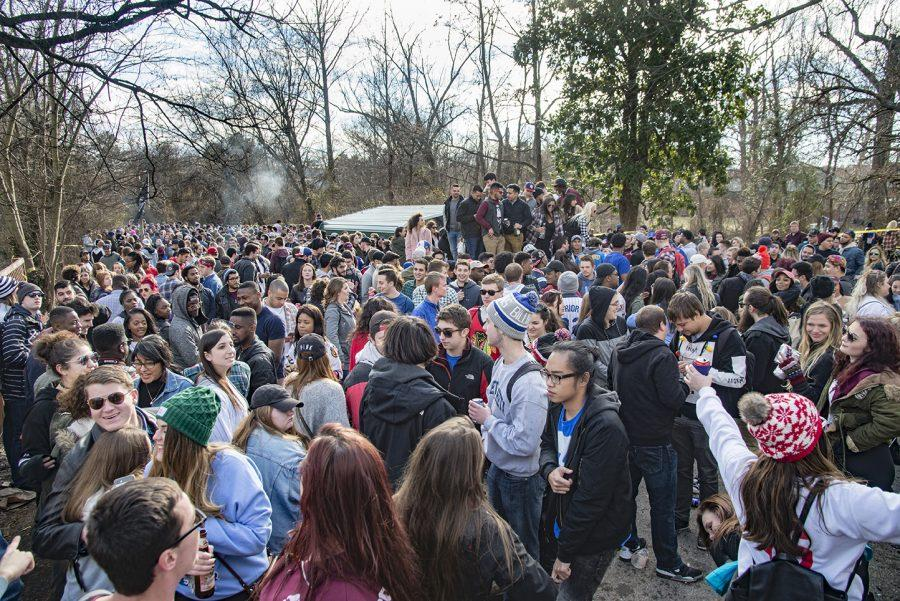 Partygoers+attend+a+Polar+Bear+gathering+Saturday%2C+Jan.+28%2C+2017%2C+at+807+W.+Main+St.+in+Carbondale.+The+crowd+dispersed+after+police+responded+to+the+scene+around+3%3A30+p.m.+%28Branda+Mitchell+%7C+%40branda_mitchell%29