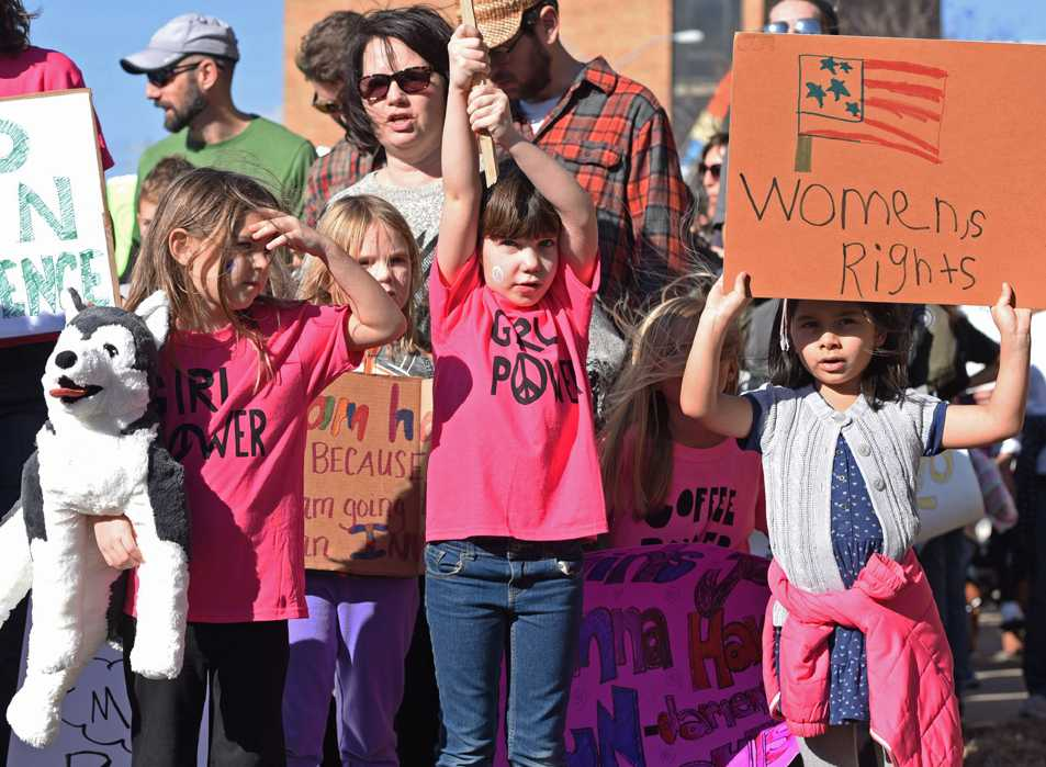 A+group+of+girls+walk+in+front+of+their+mothers+holding+signs+during+the+Southern+Illinois+Women%27s+March+on+Saturday%2C+Jan.+21%2C+2017%2C+in+front+of+the+Carbondale+Civic+Center.+Andrea+Imre%2C+the+mother+of+one+of+the+girls%2C+said+the+women+decided+to+bring+their+daughters+out+because+%22they+are+our+future.%22+%28Anna+Spoerre+%7C+%40annaspoerre%29