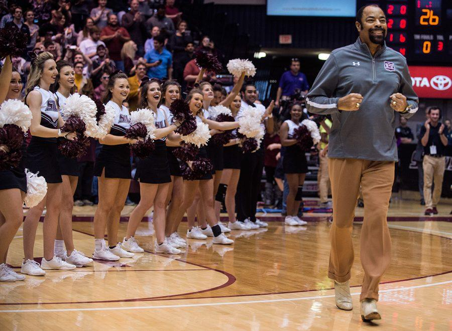 Walt+Frazier+is+announced+during+halftime+of+the+Salukis%E2%80%99+75-70+loss+to+Evansville+on+Saturday%2C+Feb.+11%2C+2017%2C+at+SIU+Arena.+Frazier+attended+the+game+to+celebrate+the+50th+anniversary+of+the+Salukis%27+1967+National+Invitation+Tournament+championship.