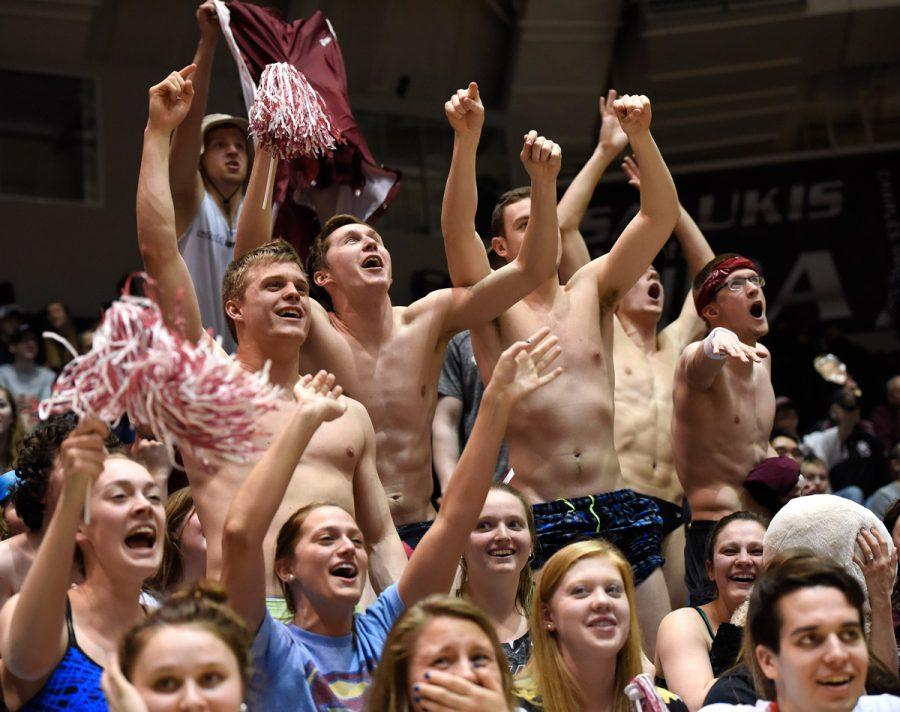 The+SIU+swimming+and+diving+team+cheers+Saturday%2C+Feb.+11%2C+2017%2C+during+the+Salukis%27+75-70+loss+to+the+Evansville+Purple+Aces+at+SIU+Arena.+%28Luke+Nozicka+%7C+%40lukenozicka%29