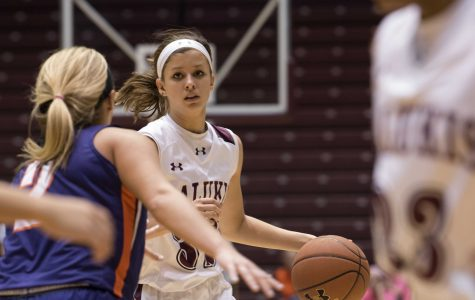 SIU women's basketball survives late Indiana State comeback to extend winning streak