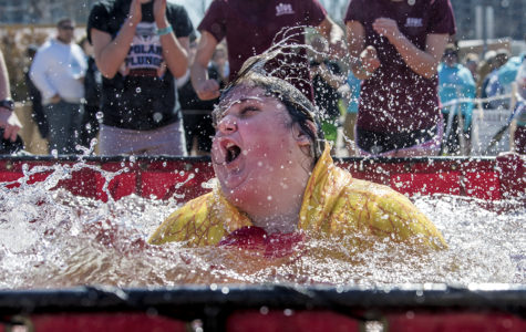 Polar Plungers aid Special Olympics in cold weather