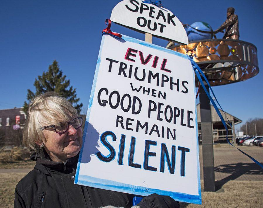 Judy+Groskind%2C+of+Carterville%2C+holds+up+a+sign+Saturday%2C+Feb.+4%2C+2017%2C+during+a+vigil+for+justice+and+peace+on+East+Main+Street.+%E2%80%9CI+think+this+is+a+very+scary+time+for+our+country%2C+banning+people+from+seven+countries+if+they%27re+Muslim%2C%E2%80%9D+Groskind+said.+%E2%80%9CWe+really+need+a+lot+of+people+that+have+been+sitting+on+couches+to+come+out.+I+don%27t+think+we+can+be+lazy+anymore%2C+we+have+to+all+speak+up.%E2%80%9D+%28Athena+Chrysanthou+%7C+%40Chrysant1Athena%29