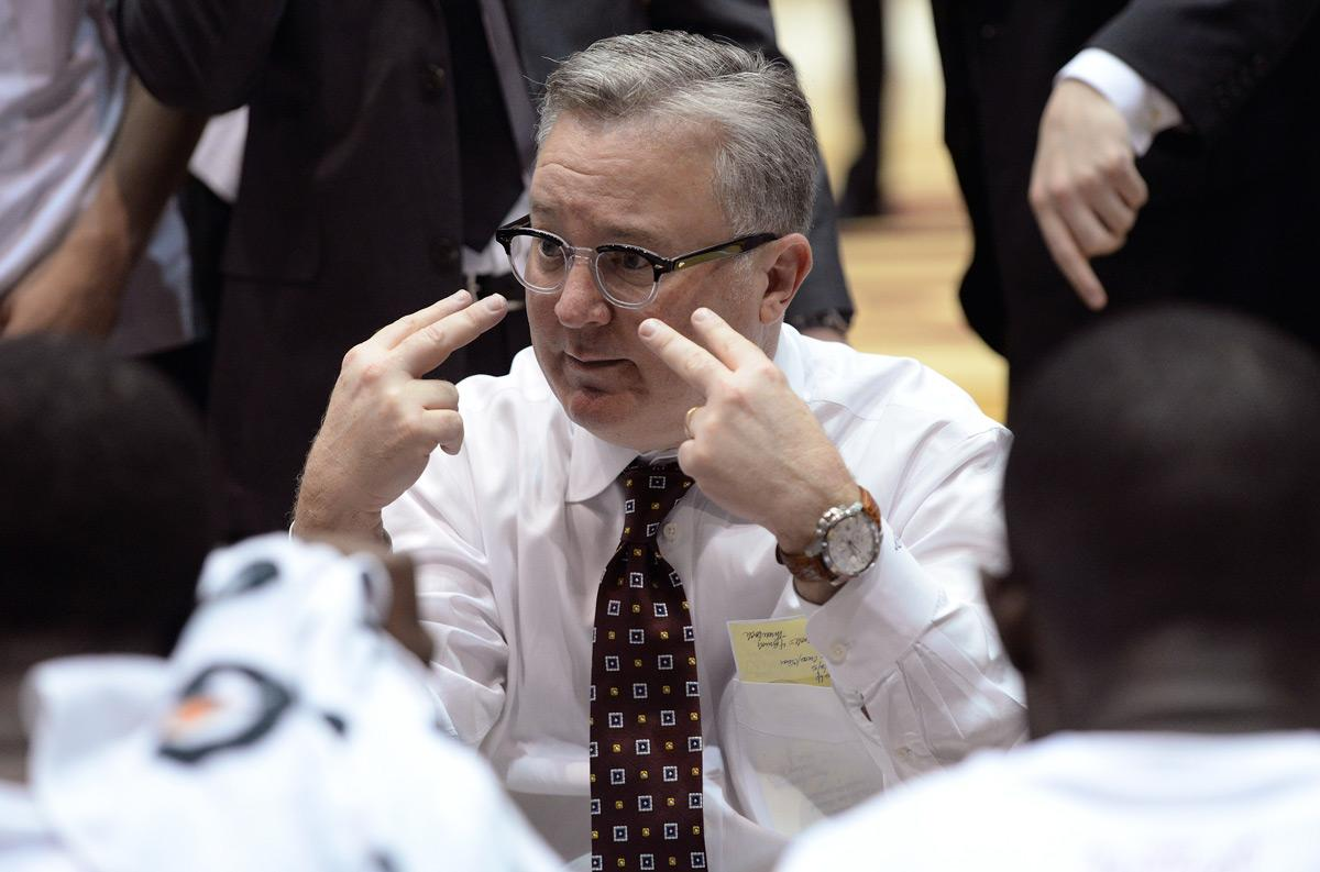 Coach Barry Hinson talks with his players Saturday, Feb. 25, 2017, during the Salukis' 72-70 win over Loyola at SIU Arena. (Luke Nozicka | @lukenozicka)