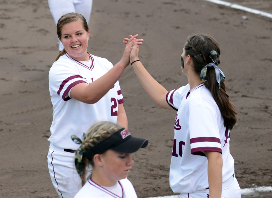 Sophomore+pitcher+Nicole+Doyle+%28right%29+congratulates+sophomore+pitcher+Brianna+Jones+%28left%29+after+completing+an+inning+on+Saturday%2C+March+25%2C+2017%2C+during+SIU%27s+1-0+victory+over+Drake+at+Charlotte+West+Stadium.+%28Sean+Carley+%7C+%40SeanMCarley%29