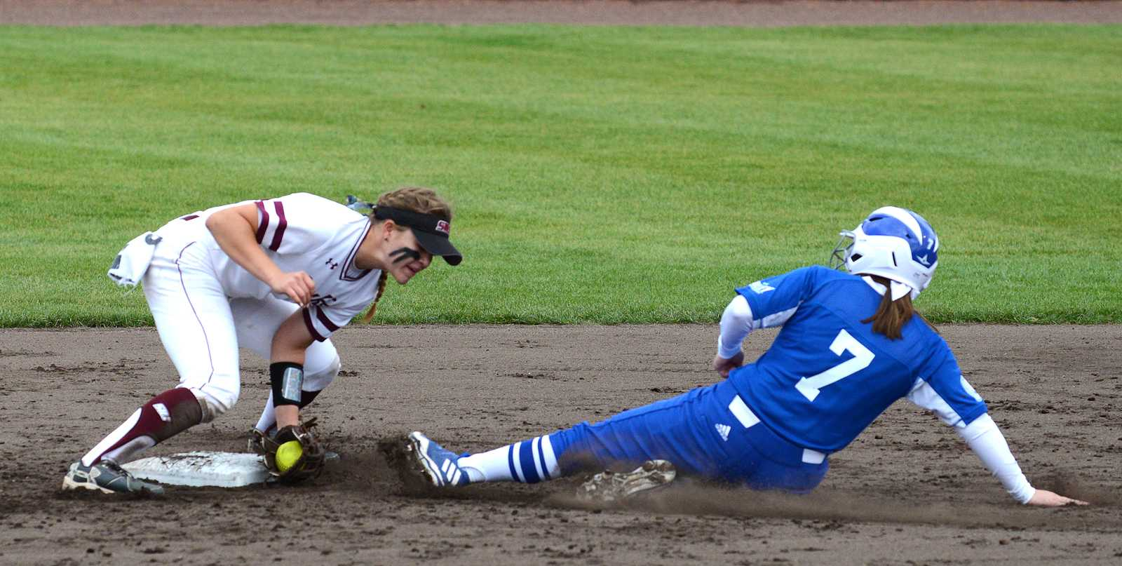 Freshman second baseman Maddy Vermejan prepares to tag out Drake sophomore Kennedy Frank during a stolen base attempt on Saturday, March 25, 2017, during SIU's 1-0 victory over Drake at Charlotte West Stadium. (Sean Carley | @SeanMCarley)