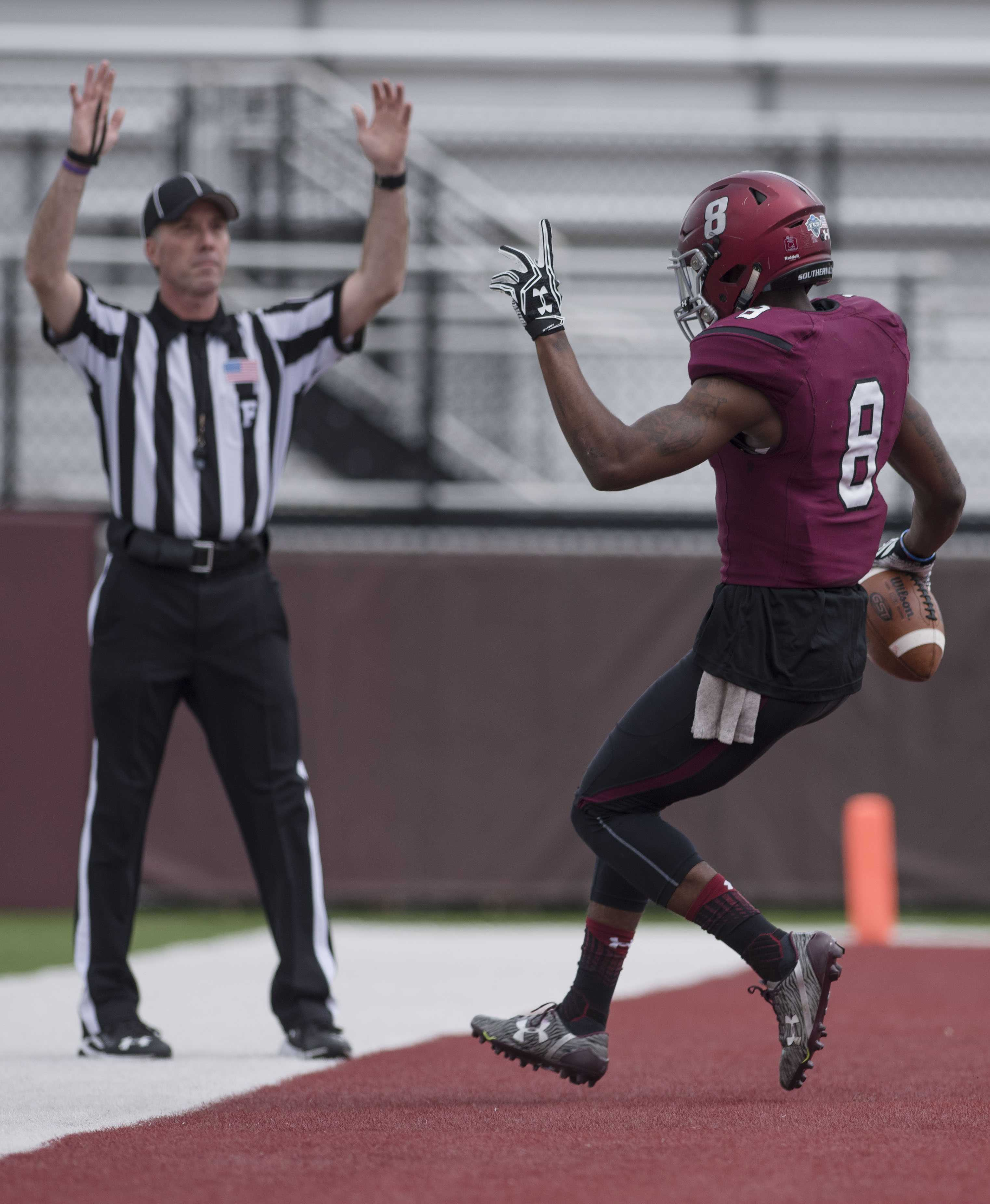 Junior+wide+receiver+Darrell+James+scores+a+touchdown+during+SIU+football%E2%80%99s+first+spring+scrimmage+of+the+season+on+Sunday%2C+March+26%2C+2017%2C+at+Saluki+Stadium.+%28Bill+Lukitsch+%7C+%40lukitsbill%29