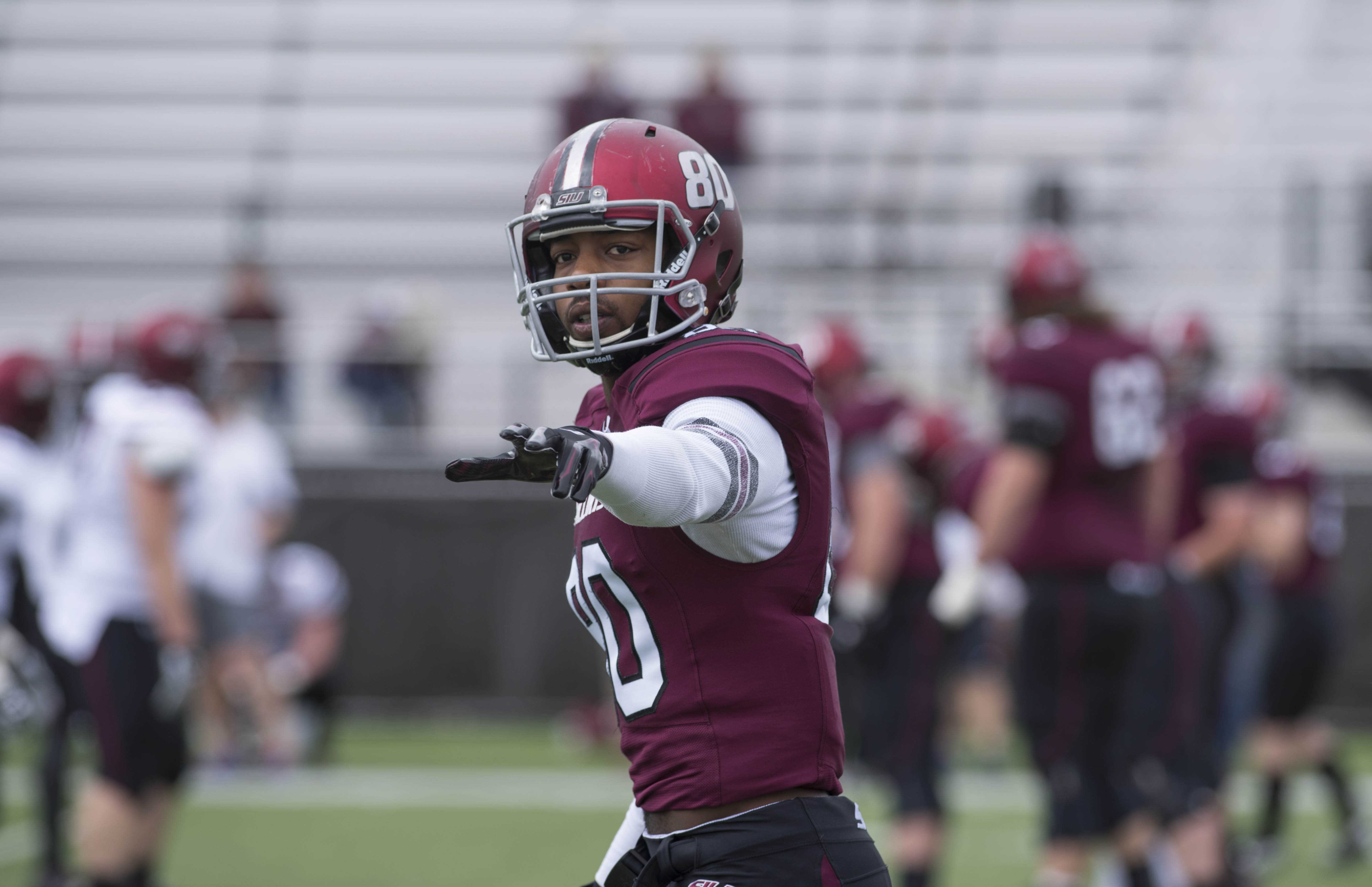 Senior+tight+end+John+Gardner+motions+to+a+teammate+on+the+sideline+during+SIU+football%E2%80%99s+first+spring+scrimmage+of+the+season+on+Sunday%2C+March+26%2C+2017%2C+at+Saluki+Stadium.+%28Bill+Lukitsch+%7C+%40lukitsbill%29