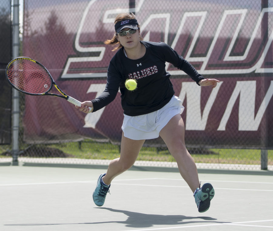 Junior+Xiwei+Cai+prepares+to+hit+the+tennis+ball+during+her+match+against+Redbird+senior+Marcia+Tere-Apisah+on+Saturday%2C+April+8%2C+2017%2C+at+the+University+Courts.+Cai+lost+her+match%2C+but+SIU+beat+Illinois+State+by+an+overall+score+of+4-3.+%28Bill+Lukitsch+%7C+%40lukitsbill%29