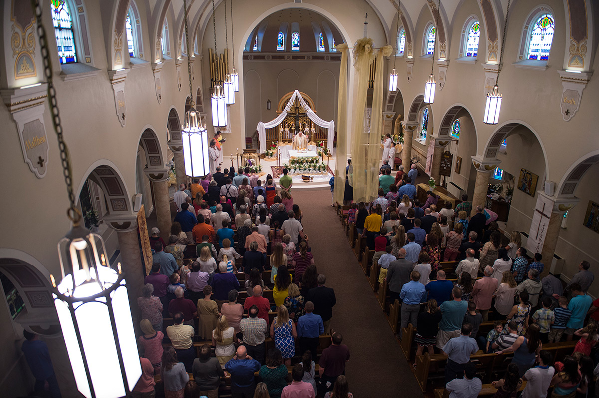 Monsignor+Ken+Schaefer+says+Easter+Sunday+mass+April+16%2C+2017%2C+at+Our+Lady+of+Mount+Carmel+in+Herrin.+%28Jacob+Wiegand+%7C+%40jawiegandphoto%29