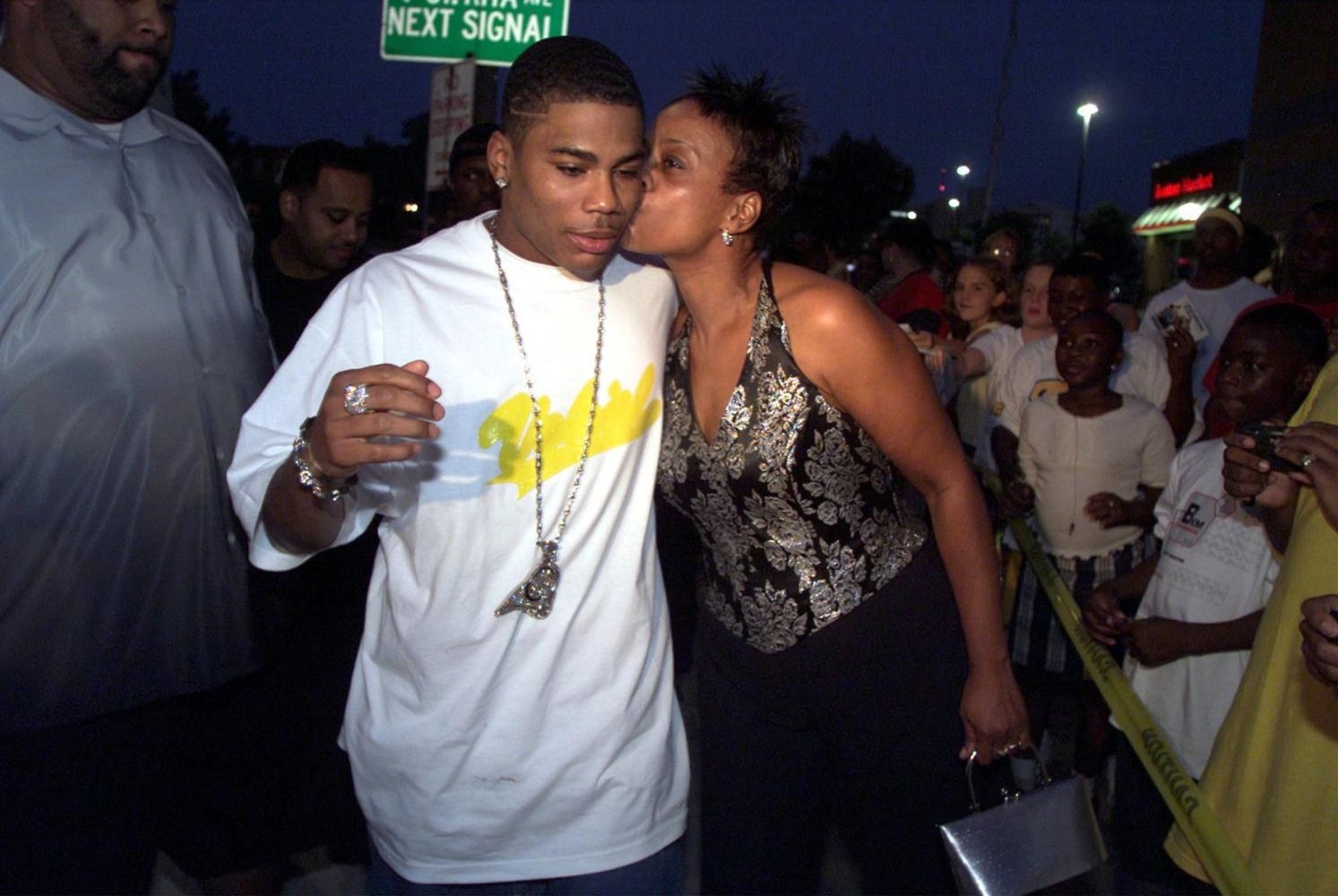 KRT ENTERTAINMENT STORY SLUGGED: NELLY KRT PHOTOGRAPH BY ANDREW CUTRARO/ST. LOUIS POST-DISPATCH (November 8) Hip-hop artist Nelly gets a kiss from his mother Rhonda Mack after they arrived at the Esquire theatre, in St. Louis, Missouri, for the premier of the movie