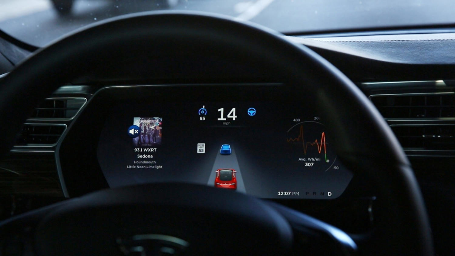 The+dashboard+of+the+software-updated+Tesla+Model+S+P90D+shows+the+icons+enabling+Tesla%27s+autopilot%2C+featuring+limited+hands-free+steering%2C+making+the+Tesla+the+closest+thing+on+the+market+to+an+autonomous-driving+enable+vehicle.+%28Chris+Walker%2FChicago+Tribune%2FTNS%29