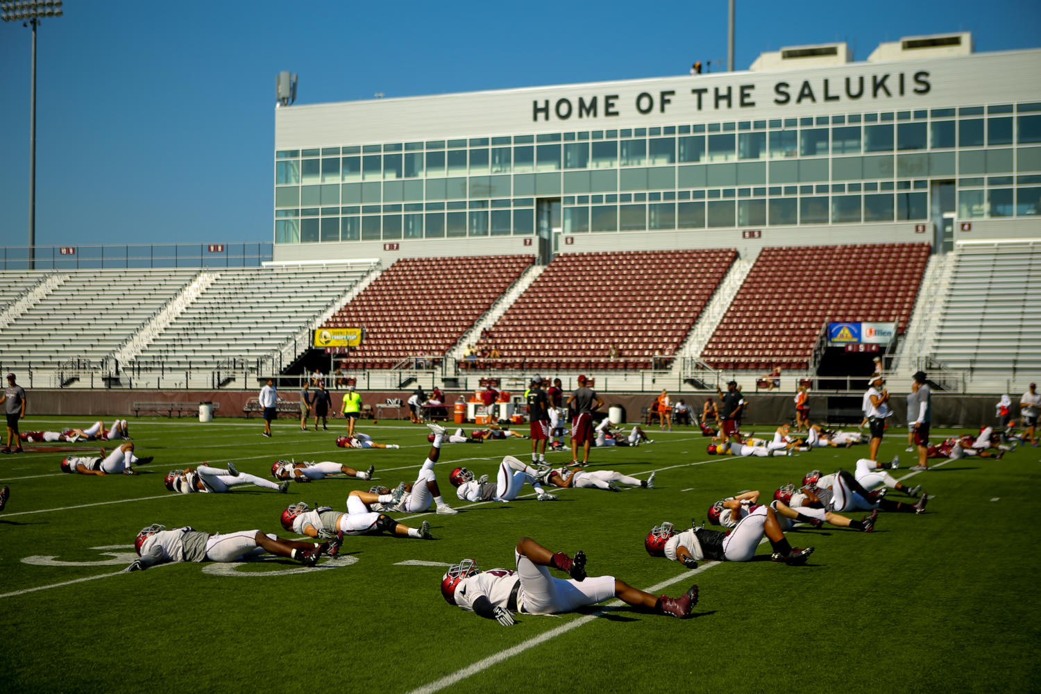Members+of+the+Saluki+Football+team+stretch+Saturday%2C+Aug.+19%2C+2017+before+the+second+scrimmage+at+Saluki+Stadium.+%28Brian+Mu%C3%B1oz+%7C+%40BrianMMunoz%29