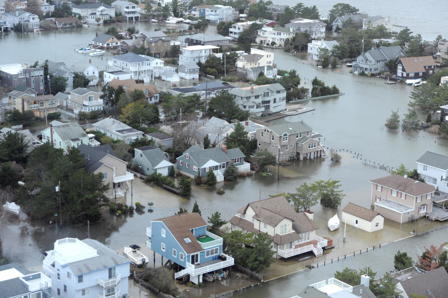 A+portion+of+Harvey+Cedars%2C+on+the+bay+side+of+Long+Beach+Island+on+the+New+Jersey+shore%2C+is+under+water%2C+October+30%2C+2012%2C+after+Hurricane+Sandy+blew+across+the+New+Jersey+barrier+islands.+This+portion+of+the+road+is+in+Harvey+Cedar.+%28Clem+Murray%2FPhiladelphia+Inquirer%2FMCT%29