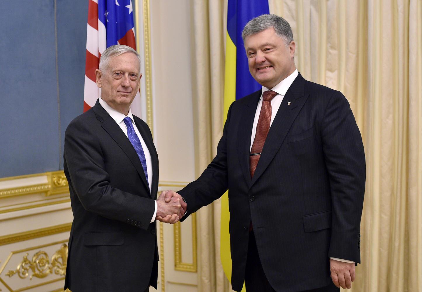 US+Secretary+of+Defence+James+Mattis%2C+left%2C+and+Ukraine%27s+President+Petro+Poroshenko+shake+hands+during+a+meeting+in+Kiev+on+Aug.+24%2C+2017.+%28Lazarenko+Mykola%2FTASS%2FZuma+Press%2FTNS%29