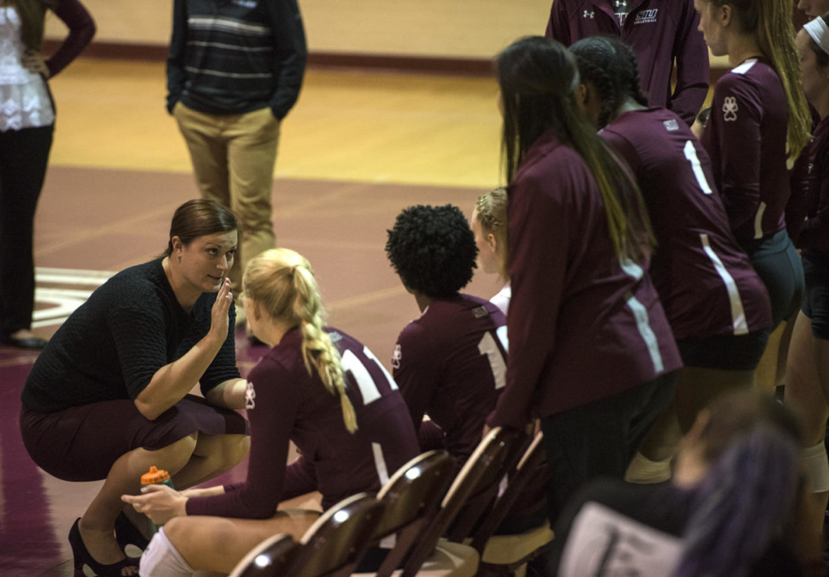 Coach+Kari+Thompson+addresses+her+team+Saturday%2C+Sept.+30%2C+2017%2C+during+the+Salukis%E2%80%99+4-1+loss+to+the+University+of+Indiana+State+Sycamores+at+Davies+Gym.+