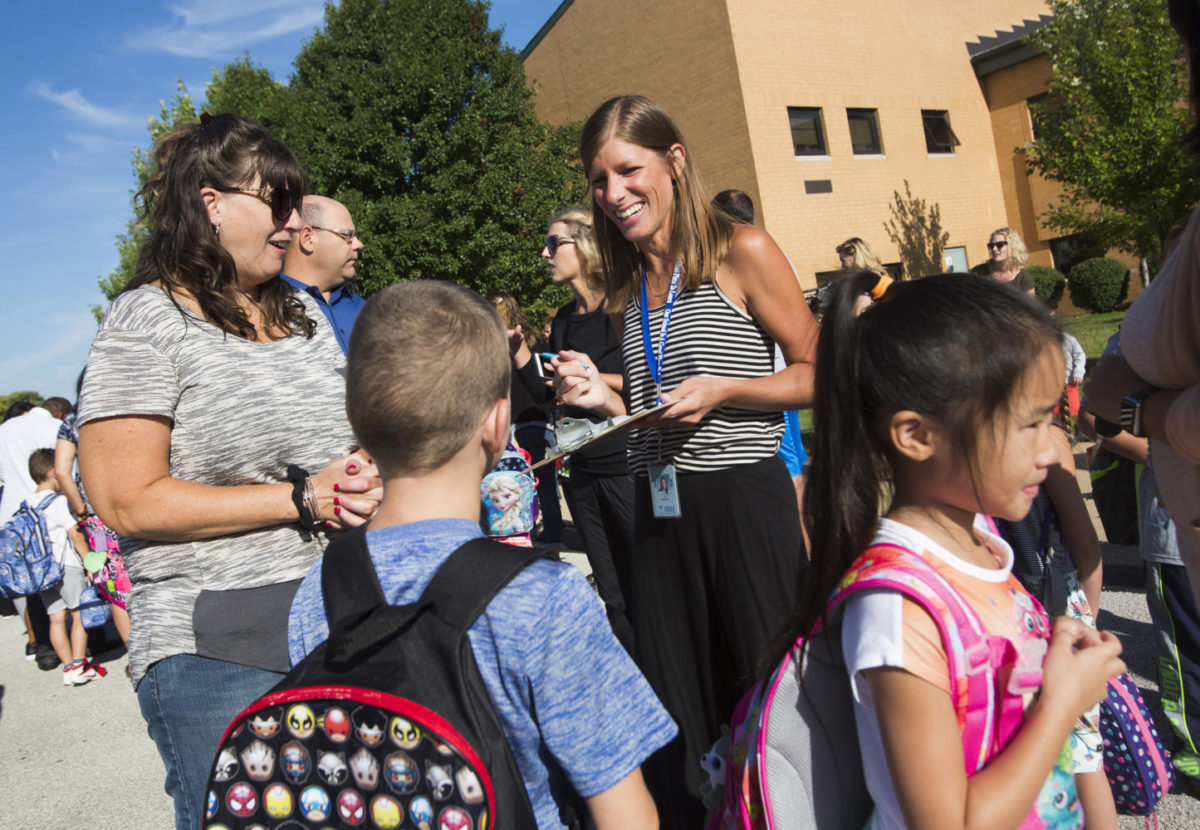 A teacher chats with students at Kendall Elementary School in Naperville in 2016. College and universities are trying to figure out how to attract more students into the education profession to reduce the nationwide teacher shortage. (Mike Mantucca/Chicago Tribune/TNS)