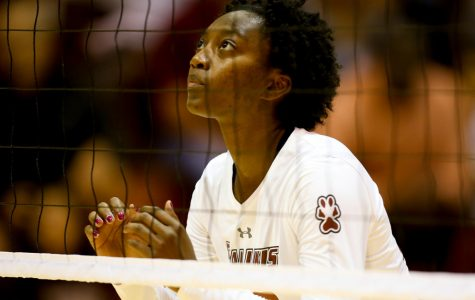 SIU volleyball drops matchup to conference juggernaut Drake