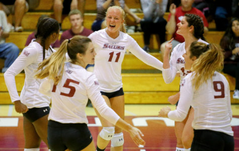 Senior outside hitter Nellie Fredriksson celebrates a  play alongside teammates Friday, Sept. 29, 2017, during the Salukis' five set win against Evansville at Davies Gym. (Brian Muñoz | @BrianMMunoz)