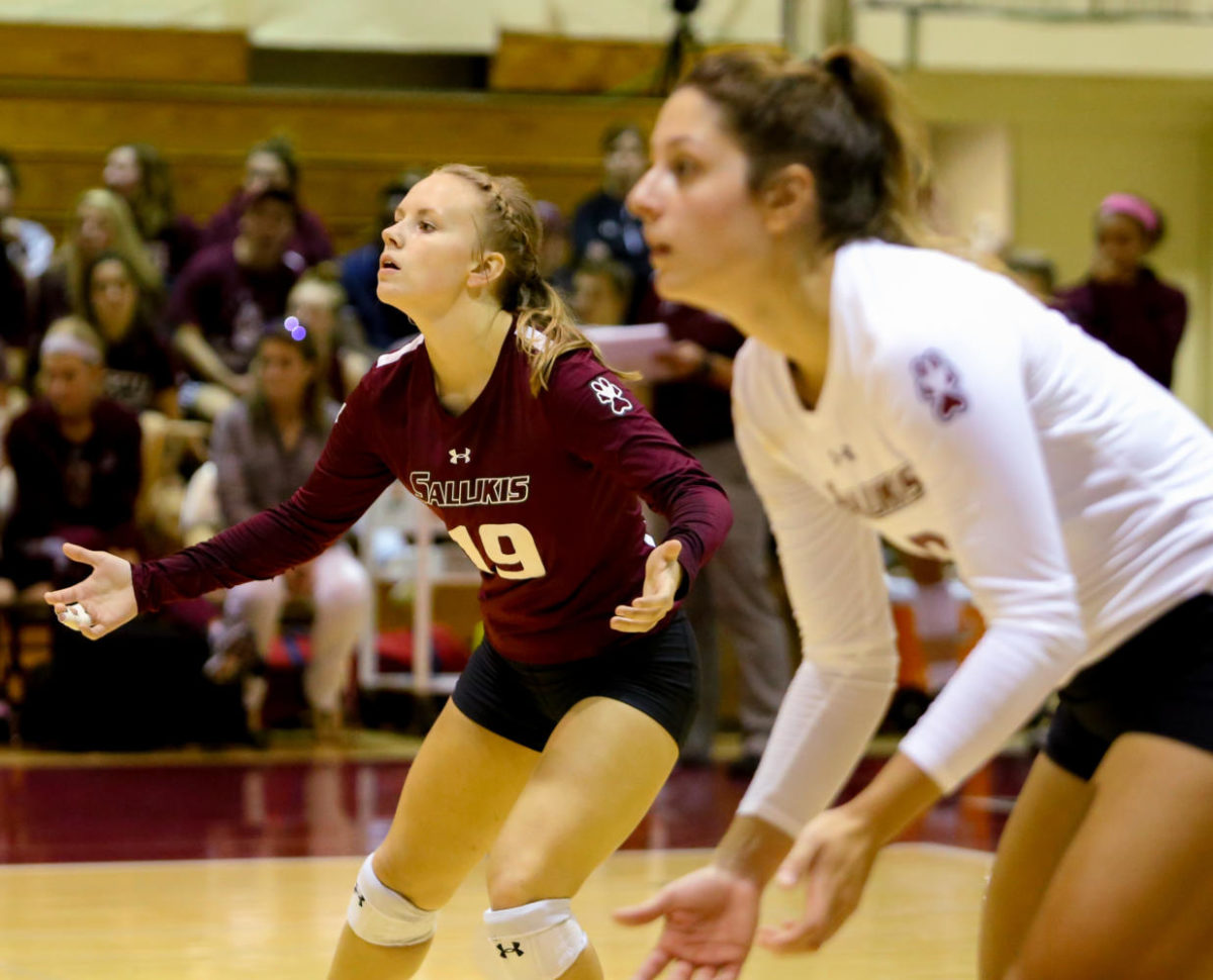 Senior+libero+Ashley+Edelen+%2819%29+reacts+after+a+call+during+the+Saluki%27s+winning+game+against+the+Evansville+Purple+Aces+Friday%2C+Sept.+29%2C+2017%2C+at+Davies+Gym+in+Carbondale.+%28Brian+Mu%C3%B1oz+%7C+%40BrianMMunoz%29
