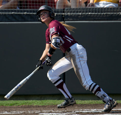 SIU softball goes 1-1 in weekend doubleheader