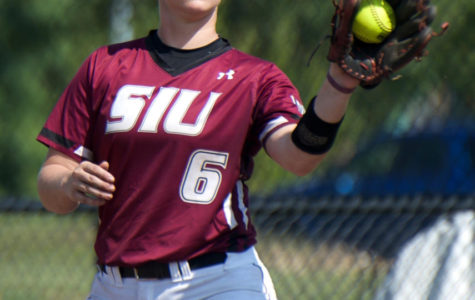 SIU softball splits first doubleheader