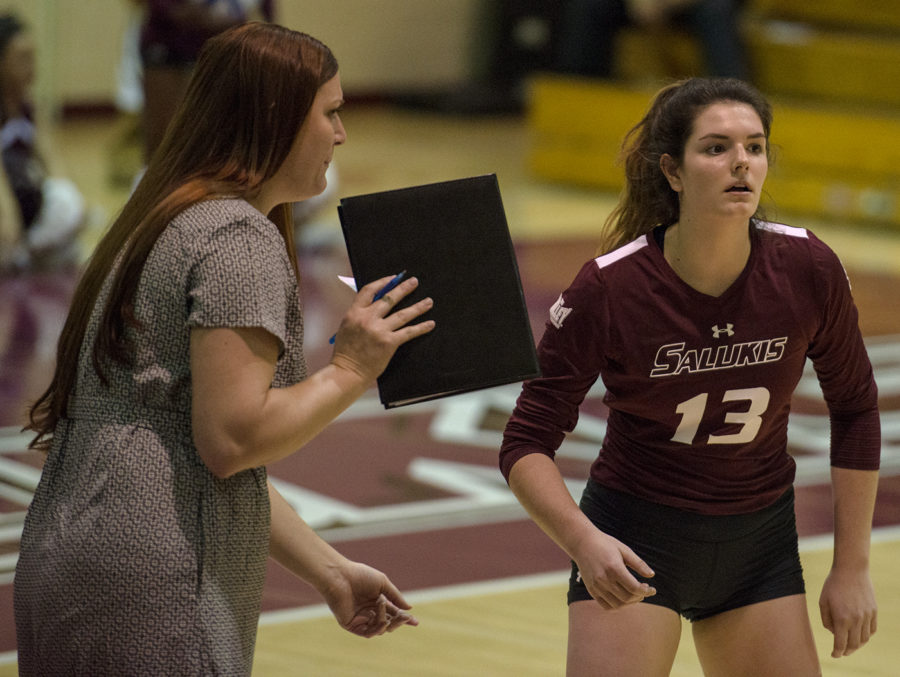 Coach+Kari+Thompson%2C+%28left%29%2C+consults+freshman+setter+Rachel+Maguire+Saturday%2C+Oct.+20%2C+2017%2C+during+the+Salukis%E2%80%99+five+set+loss+against+Bradley+University+at+Davies+Gym.+%28Mary+Newman+%7C+%40MaryNewmanDE%29