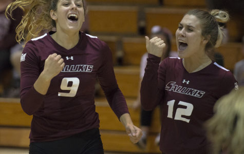 Saluki volleyball makes late comeback to take down Drake Bulldogs