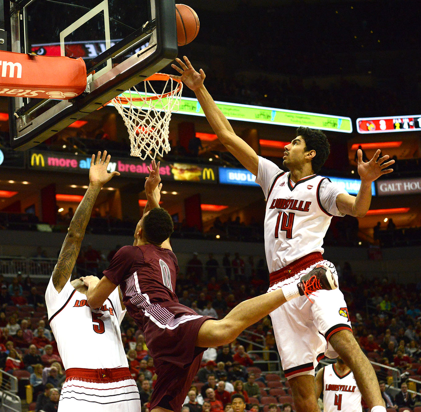Senior forward Jonathan Wiley attempts to shoot a basket Tuesday, Nov. 21, 2017, during the Salukis' 84-42 loss against the University of Louisville at KFC Yum! Center in Louisville, Kentucky. (Athena Chrysanthou | @Chrysant1Athena)