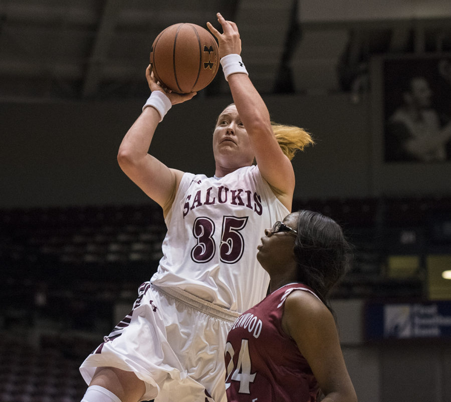 Junior+forward+Celina+VanHyfte+attempts+to+shoot+a+basket+Friday%2C+Nov.+3%2C+2017%2C+during+the+Salukis+90-68+win+against+the+Lindenwood+Lynx+at+SIU+Arena.+%28Athena+Chrysanthou+%7C+%40Chrysant1Athena%29
