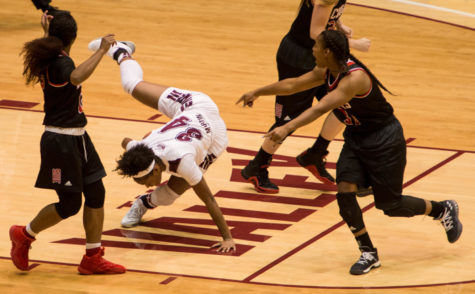Gallery: Saluki women's basketball trips up against rival Cougars